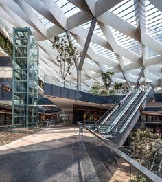 One of SMA's main urban planning projects is Toreo Parque Central, a great example of urban transformation in Mexico City Retail Architecture, Pavilion Architecture, Commercial Architecture, Architecture Details, Interior Architecture, Shopping Mall Interior, Shopping Street, Shoping Mall, Space Frame