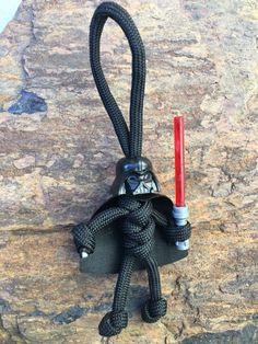 Darth vader star wars fandom buddy paracord lego head keychain every day carry Paracord Braids, Paracord Knots, Paracord Keychain, 550 Paracord, Diy Keychain, Paracord Bracelets, Paracord Ideas, Knot Bracelets, Survival Bracelets