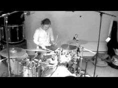 Dirty Loops - from Sweden! Henrik Linder on Bass