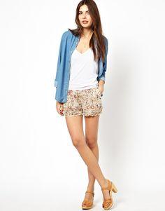 Shorts von Costa Blanca aus atmungsaktivem Webstoff elastischer Bund Seitentaschen mehrlagiger Muschelsaum normale Passform
