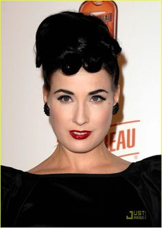 """+Today's+Celebrity+Look+of+the+Day+features+Dita+Von+Teese+at+the+launch+of+""""My+Private+Cointreau+Coffret""""+event.+If+you+want+to+achieve+the+same+look+as+Dita+(pictured+above)+then+read+on+as+I+will+give+you+list+off+ideas+on+how+I+think+that+particular+look+can+be+achieved.+"""