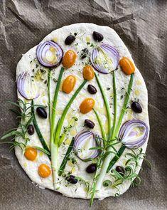 Yeastless Bread Recipe, Pretzel Roll Recipe, Aperitivos Finger Food, Pizza Tarts, Focaccia Bread Recipe, Bread Art, Norwegian Food, Cuisines Design, Food Design
