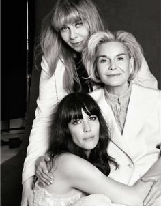 Liv Tyler, Bebe Buell and Dorothea Johnson Victor Demarchelier / Harper's Bazaar Mother Daughter Pictures, Mother Photos, Mom Daughter, Mother Daughters, Bebe Buell, Generation Pictures, Generation Photo, Family Portrait Poses, Family Posing