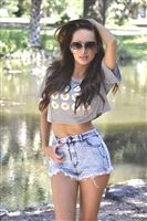 trendy slub shirt is stretchy with a cropped style & daisy print on it, Looks hot with jeans, short shorts or layered, casual cropped top is soft & stretchy, baggy style with 80's look, alloy tee tops that are festival party tops for fun play wear, crop t