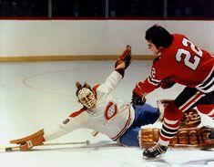 Jerry Korab with the Black Hawks against Ken Dryden of the Canadiens. Canada Hockey, Usa Hockey, Ice Hockey Teams, Hockey Goalie, Montreal Canadiens, Ken Dryden, Hockey Shot, Nfl Highlights, Sports Picks