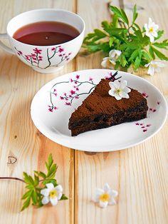 Raw Chocolate Cake – Easy, Vegan and Egg Free – Vegetarisk Mat Recept Desserts Crus, Raw Desserts, Healthy Desserts, Raw Food Recipes, Dessert Recipes, Raw Cake, Vegan Cake, Vegan Cupcakes, Vegan Baking
