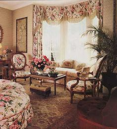 I love the look of English Country Decor and what better inspiration than Laura . - I love the look of English Country Decor and what better inspiration than Laura Ashley designs. Country Cottage Furniture, Shabby Cottage, Shabby Chic Furniture, Laura Ashley, English Cottage Style, English Country Decor, English Cottages, Estilo Shabby Chic, Cottage Living Rooms