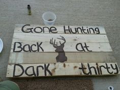 Used a wood pallet printed a picture of a buck cut it to use as a stencil. Hunting Crafts, Hunting Themes, Hunting Signs, Hunting Decorations, Canvas Art Projects, Diy Canvas, Diy Craft Projects, Wood Projects, Kids Wood