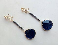 Orecchini lunghi, orecchini blu, orecchini pendenti, orecchini artistici, gioielli italiani, pietre dure, occhi di gatto, regalo per lei