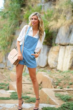 http://stylelovely.com/themidniteblues/2014/08/28/re-editing-the-romper/ themidniteblues, mercedes maya, romper, playsuit, overall, mono, sugarhill boutique, spots, puntos, blue, lydc, lodon, bag, beige, camel, zara, blonde, curls, hairdo, peinado, makeup, rizos, model, look, lookbook, ootd, streetstyle, how to wear, uterque, style, moda, trend, blog, blogger, fashion