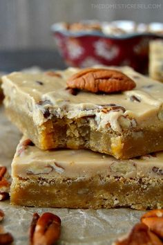 Emma frost steampunk These Pecan Praline Blondies are a wonderfully EASY and DECADENT recipe! Made in ONE pot both the frosting and the blondies, theyre sweet, crunchy, gooey, chewy and utterly delicious. Cookie Brownie Bars, Cookie Desserts, Just Desserts, Delicious Desserts, Yummy Food, Pecan Desserts, Brownie Recipes, Cookie Recipes, Dessert Recipes