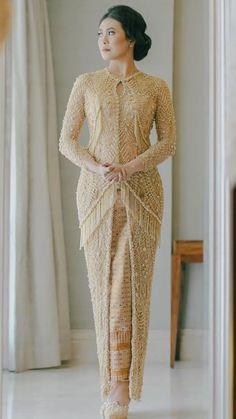 Kebaya Lace, Kebaya Brokat, Kebaya Dress, Model Baju Hijab, Model Kebaya, Fashion Wear, High Fashion, Kebaya Modern Dress, Kebaya Wedding
