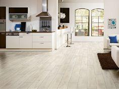 Homeplaza - Edler Laminatboden schafft ein stilvolles Ambiente - Einfach gerne zu Hause sein