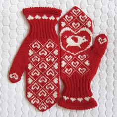 Ravelry: free knitting pattern for Flying Pig Mittens by Kat Lewinski Knitted Mittens Pattern, Knit Mittens, Knitted Gloves, Knitting Patterns Free, Free Knitting, Free Pattern, Red Mittens, Sweater Patterns, Knitting Needles