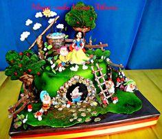 Snow White and the Seven Dwarfs — Children's Birthday Cakes.