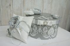 """Urne de mariage thème """"BAROQUE CHIC"""" en strass en blanc & gris : Boîtes, coffrets par reves-de-lutines"""
