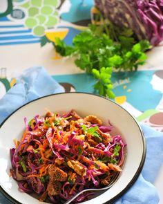 Με sauce για τους gourmet! Υλικά 1/2 κόκκινο λάχανο 2 καρότα τριμμένα 1 μικρό ματσάκι μαϊντανό ξύσμα από 1/2 πορτοκάλι 1/2 κούπας καρύδ... Ratatouille, Ethnic Recipes, Food, Essen, Meals, Yemek, Eten