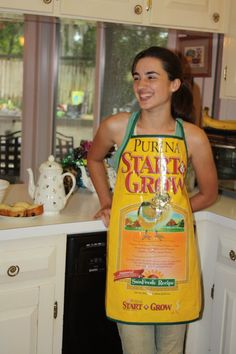 Apron made from recycled feed bag by ThreeWingsOnaField on Etsy. Would be cute for baby bibs too. Sewing Hacks, Sewing Tutorials, Sewing Projects, Feed Sack Bags, Pvc Apron, Diy Fashion Accessories, Reusable Grocery Bags, Tote Pattern, Pet Food