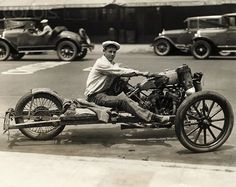 vintage photo of harley davidson motorcycle This is awesome! Harley Davidson Images, Motos Harley Davidson, Motos Vintage, Vintage Bikes, Vintage Cars, Vintage Diy, Vintage Racing, Unique Vintage, Microcar