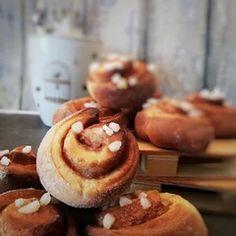 Roulés à la cannelle Dessert, Pancakes, Muffin, Veggies, Breakfast, Food, Cinnamon Rolls, Vegetarian Cooking, Essen