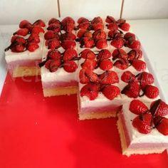 Mákos krémes Cupcake Cakes, Cupcakes, Cheesecake, Food, Caramel, Cheesecakes, Essen, Meals, Yemek