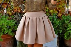 Love this skirt. Bet it wouldn't be too hard to make.