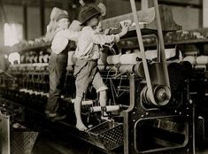 The Mill: Some boys and girls were so small they had to climb up on to the spinning frame to mend broken threads and to put back the empty bobbins. Bibb Mill No. The History Place - Child Labor in America Lewis Hine Photos - The Mill Lewis Wickes Hine, Portal Do Professor, Fotografia Social, Foto Poster, American Children, Working With Children, Poor Children, Poor Kids, Children Clothes