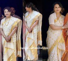 Look at diffrnt Saree pattern. Indian Dresses, Indian Outfits, Mekhela Chador, Kerala Saree Blouse Designs, Indische Sarees, Sharmila Tagore, Indian Designer Outfits, Indian Attire, Indian Celebrities