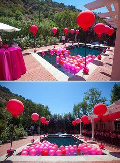 Love the balloons in the pool #organizadoreseventos #fiestas #cultura con Ilafusta podemos hacerte esta clase de actividades y hasta más.