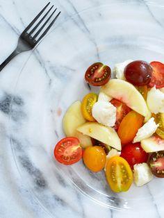 【ELLE】カラフルトマトと桃のマリネ|旬の食材レシピ【トマトの巻】|エル・オンライン