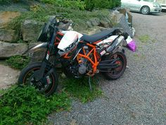 My trashed KTM 990 R . Yes it was painly crash !