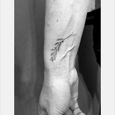 Juniper flower... #singleneedle #losangles #fineline #tattooedgirls #girlswithtattoos #tattoosofinstagram #mother