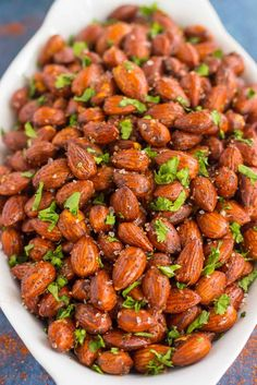 These Easy Chili Almonds are a simple snack that's packed with deliciousness. Roasted in a skillet and tossed with zesty flavors, these almonds are perfect for those snack cravings! Easy Snacks, Yummy Snacks, Snack Recipes, Yummy Food, Healthy Recipes, Healthy Options, Healthy Alternatives, Spiced Almonds, Superfood Recipes