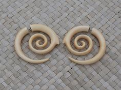 Fake Gauge Wooden Spiral Earrings, Medium Size Wood Fake Piercing, Crocodile Wood, Hand Carved Body Art Jewelry