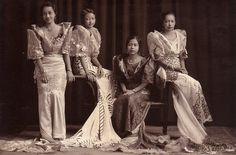 filipinas in terno Filipino Art, Filipino Culture, Filipino Tattoos, Philippines Fashion, Philippines Culture, Philippines People, Manila Philippines, Philippines Dress, Cultura Filipina