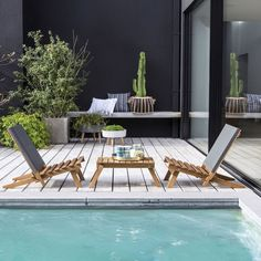 Portable set of 2 deckchairs and 1 occasional table! Perfect for relaxing in your garden or on the beach, this acacia deckchair. Outdoor Dining Set, Patio Dining, Outdoor Seating, Outdoor Living, Outdoor Decor, Garden Furniture Sale, Outdoor Furniture, Amazing Gardens, Beautiful Gardens