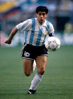 Football World Cup 1990 Argentina v Cameroon Diego Maradona Football Images, World Football, Football Soccer, Maradona Football, Football Awards, Diego Armando, Football Stickers, Soccer Stars, My Dream Team