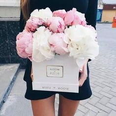 Have you ever received a box of flowers? They last forever and are a beautiful decoration! This box from Bloom de Fleur is gorgeous! Box Of Flowers, Flower Boxes, My Flower, Fresh Flowers, Beautiful Flowers, Wedding Flowers, Pink Flowers, Flower Box Gift, Deco Floral