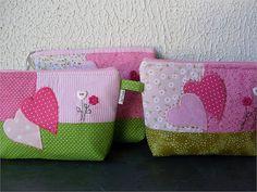 Love the little button flowers, esp the heart one - - - Necessaire