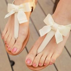 DIY bow sandals. Pin now, do later.