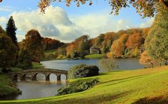 Autumn colour in England: this orange and pleasant land The sun shines on trees that are displaying their autumn colours surrounding the Palladian bridge and the lakeside Pantheon at Stourhead, the National Trust property in Wiltshire Great Places, Places To See, Beautiful Places, Amazing Places, Famous Gardens, Fall Pictures, National Parks, National Trust, Amazing Nature