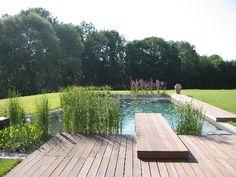 Houten dekdelen om een terras én een duikplank van te maken. Waar wacht je nog…