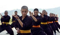 Nepal : Kung Fu Nuns  (Druk Gawa Khilwa Buddhist Nunnery)