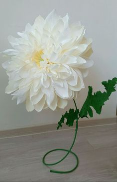 Купить или заказать Хризантема из гофрированной бумаги в интернет магазине на Ярмарке Мастеров. С доставкой по России и СНГ. Срок изготовления: 2-3 дня. Материалы: гофрированная бумага, проволочный…. Размер: Высота 65 см диаметр соцветия 38 см