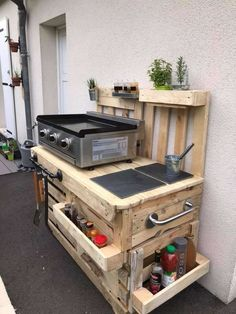 Recycled Wood Pallet Outdoor Kitchen Idea – Wooden Pallet Ideas Recycled Wood Pallet Outdoor Kitchen Idea – Wooden Pallet Ideas,Out&IndoorWood Recycled Wood Pallet Outdoor Kitchen Idea: Have you been planning through to add your. Pallet Outdoor Kitchen Ideas, Outdoor Kitchen Design, Outdoor Pallet, Patio Ideas, Outdoor Camp Kitchen, Outdoor Bars, Camping Kitchen, Pallet Patio, Outdoor Patios