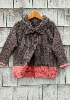 Knitting your first sweater is a big step to take so it is important to find a sweater pattern that is simple to knit. Here are some of my favorites when it comes to simple sweaters that look great… Knitting For Kids, Knitting For Beginners, Easy Knitting, Baby Knitting Patterns, Baby Patterns, Knitting Yarn, Knitting Ideas, Cardigan Pattern, Baby Cardigan