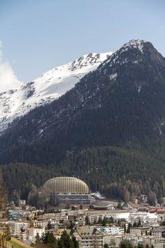 #Davos Dorf mit dem goldenen #InterContinental