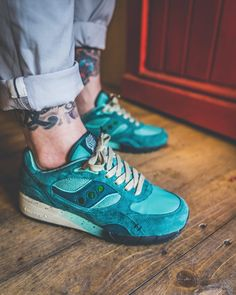 """Feature x Saucony Shadow 6000 """"Living Fossil"""""""