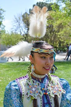 I like these plumes better than the big fat fluffy ones. Native American Actors, Native American Regalia, Native American Pictures, Native American Beauty, Native American Beadwork, Fancy Shawl Regalia, American Indian Girl, Native Beadwork, Powwow Beadwork