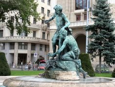Danube Promenade Budapest The Danube Promenade or Dunacorso is walking path on the Pest side of Budapest, which extends from the Chainbridge to the Elizabeth bridge. Walking Paths, Budapest, Statue Of Liberty, Bugs, Garden Sculpture, Outdoor Decor, Travel, Statues, Statue Of Liberty Facts